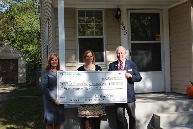 Catherine Yates with Chemical Bank presents a check for $15,000 to the Calhoun County Land Bank.